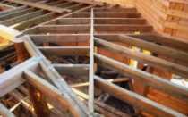 Крепление балок перекрытия в брусовом доме