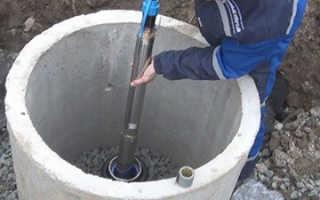 Как опустить насос в скважину самому